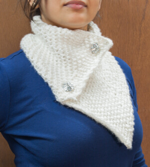 Medium weight white scarf with pearl stitching and fixed buttons.